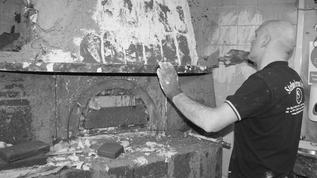 trades men building pizza oven in dublin